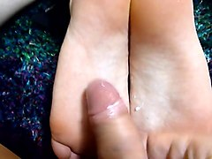 Cumming on my Boyfriends sexy feet