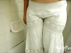 amateur pisses in a long white skirt