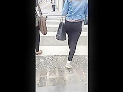 leggins ass in the street