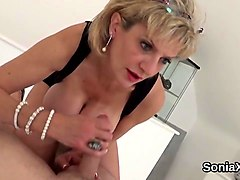 unfaithful uk mature lady sonia shows her heavy boobs