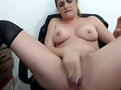 milf cam model likes to use vibrators during her hot solo sessions