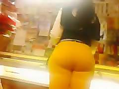 thick ebony ass candid