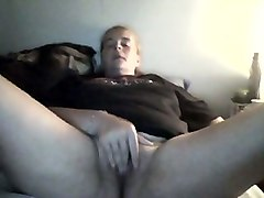 awful amateur webcam bitch in t-shirt was teasing her own hairy cunt