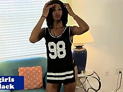 Black amateur tranny solo rubbing her meat